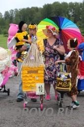 Парад колясок в Кудрово Радужная пчёлка