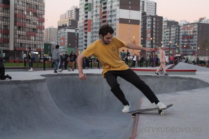 Скейтеры в Мега парке Кудрово