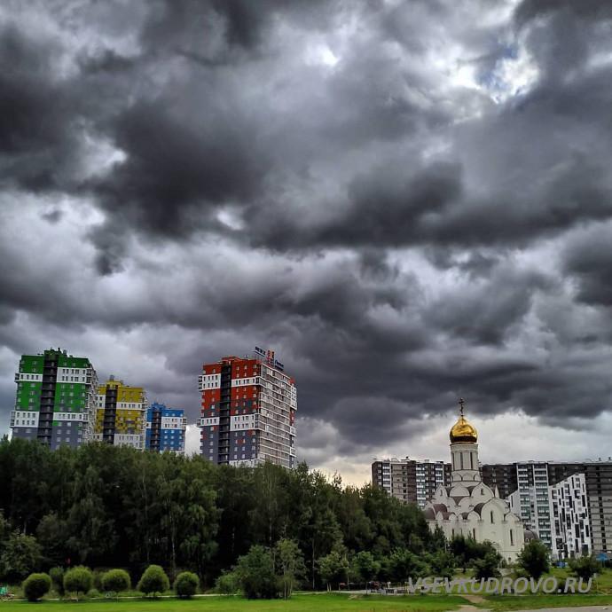 Тучи над храмом Кудрово
